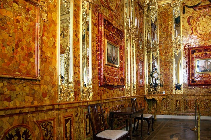 amber-room-at-catherine-palace-in-tsarskoye-selo